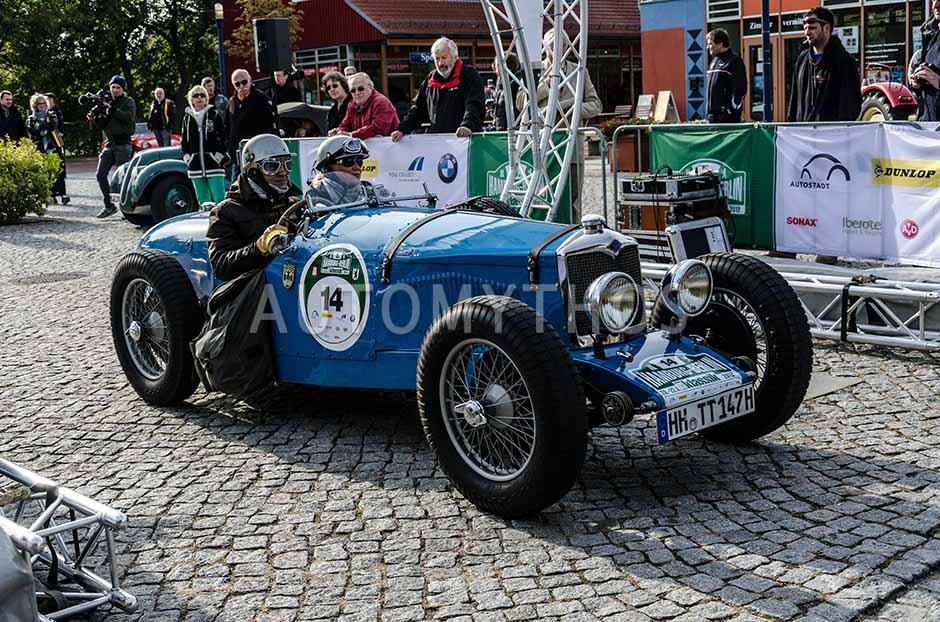 Automythos   5. Hamburg Berlin Klassik 2012   14   Joerg Crone & Anna Crone   Riley TT Sprite