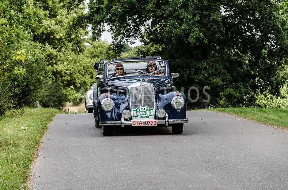 Automythos | 5. Hamburg Berlin Klassik 2012 | 31 | Graf von Finckenstein & Gräfin von Finckenstein | Mercedes-Benz W187 220 Cabriolet B