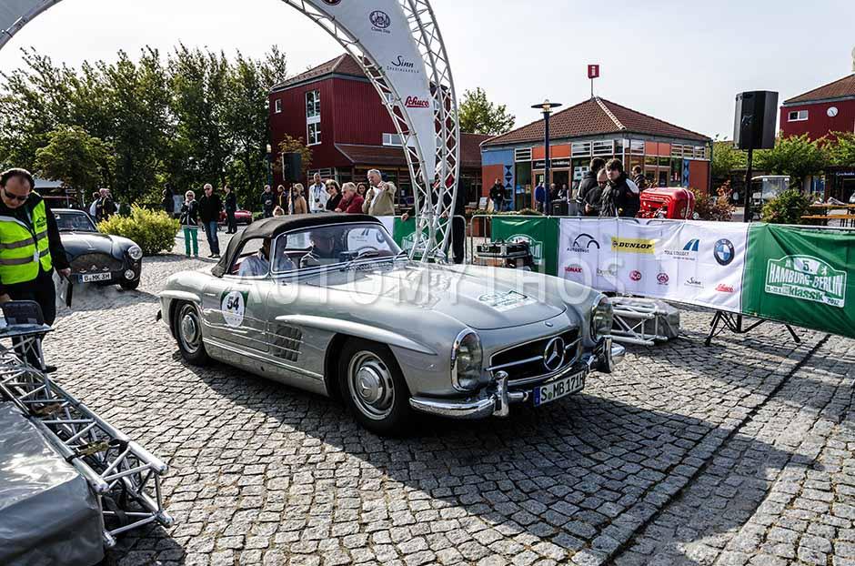 Automythos | 5. Hamburg Berlin Klassik 2012 | 54 | Dieter Glemser & Joachim Frank Kutscher | Mercedes-Benz W198 II 300 SL Roadster