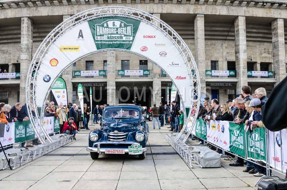 Automythos | 6. Hamburg Berlin Klassik Rallye 2013 | 28 | Klaus Dörner & Erika Dörner | Opel Kapitän