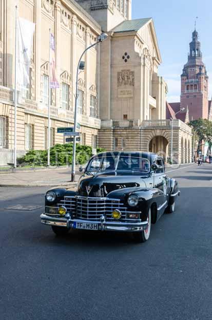 Automythos | 7. Hamburg Berlin Klassik 2014 | 16 | Michael Heinrich & Jana Tetzke | Cadillac Series 62 Club Coupé