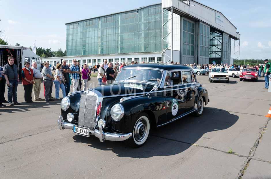 Automythos | 7. Hamburg Berlin Klassik 2014 | 30 | Diether Rodatz & Margret Hucko | Mercedes-Benz W186 III 300 b Adenauer