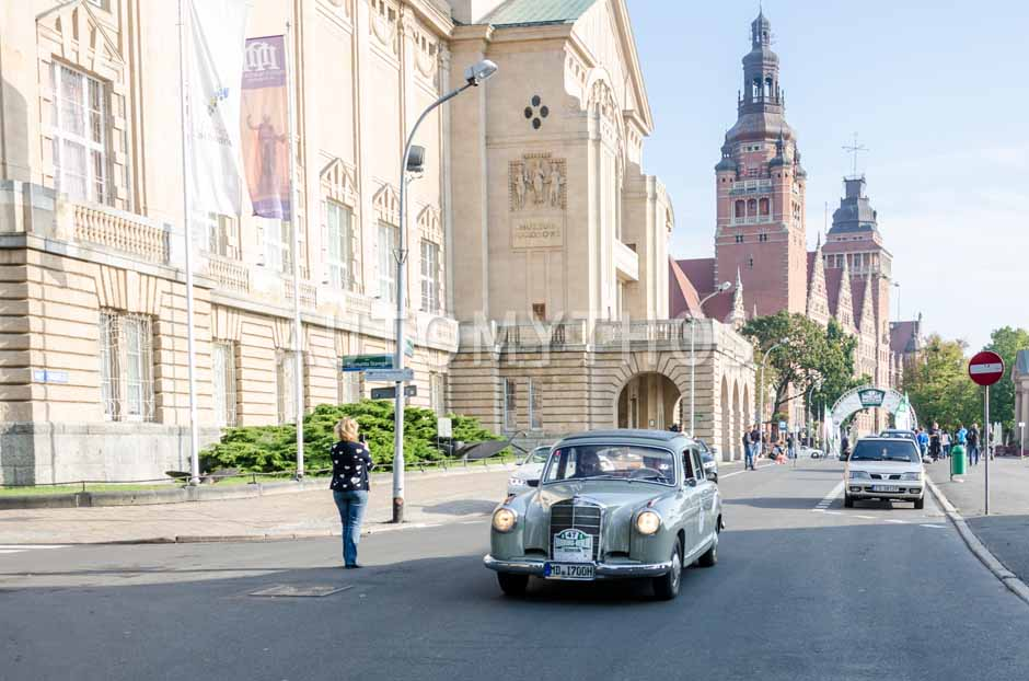 Automythos   7. Hamburg Berlin Klassik 2014   47   Peter Brinker & Beate Siemer   Mercedes-Benz W105 219 Ponton