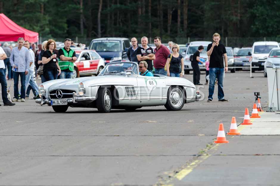 Automythos | 7. Hamburg Berlin Klassik 2014 | 61 | Michael Schwaegerl & Klaus Loew | Mercedes-Benz W198 II 300 SL Roadster