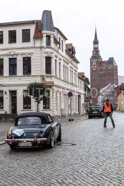 Automythos | 8. Hamburg Berlin Klassik 2015 | 111 | Kai-Uwe Matthies & Sigrid Herr | Austin-Healey 3000 MK III