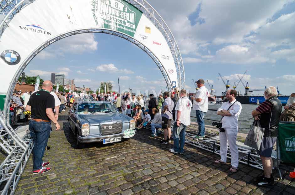 Automythos | 8. Hamburg Berlin Klassik 2015 | 160 | Beate Christen & Bärbel Bamberg | Mercedes-Benz W115 250 CE /8