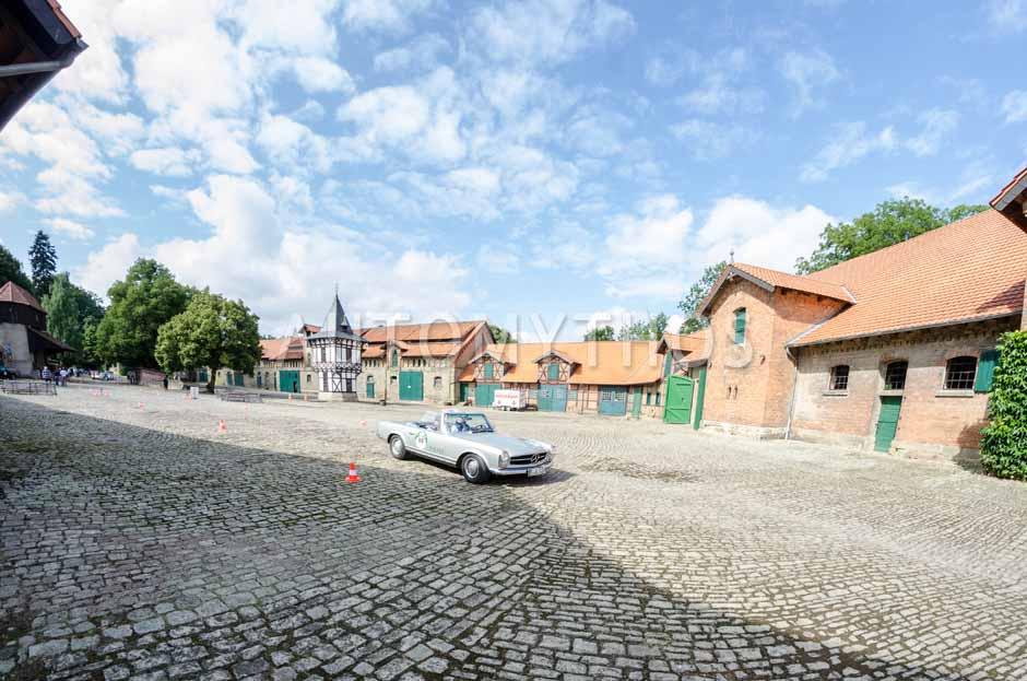 Automythos   8. Hamburg Berlin Klassik 2015   95   Ciamak Djamchidi & Thomas Mosur   Mercedes-Benz W113 230 SL Pagode