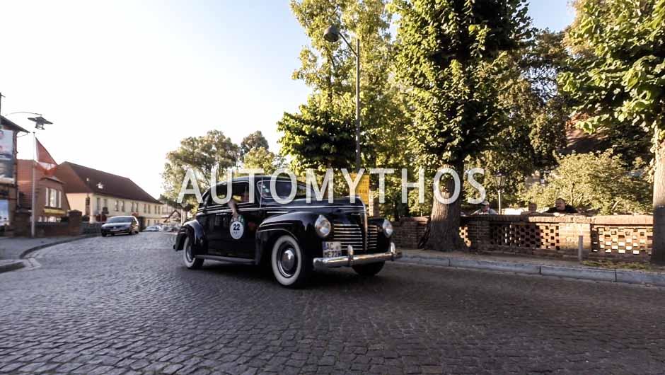 Automythos | 9. Hamburg Berlin Klassik 2016 | 22 | Dr. Michael Effing & Maximilian Effing | Plymouth P10 Deluxe & Volvo Amazon