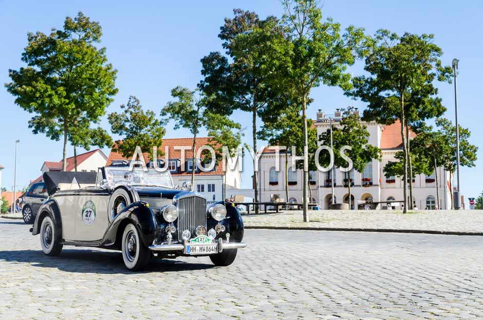 Automythos | 9. Hamburg Berlin Klassik 2016 | 27 | Horst Winter & Mark Winter | Bentley Mk VI Drophead