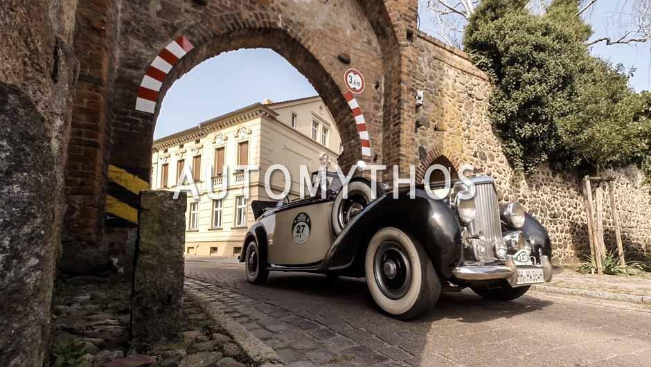 Automythos | 9. Hamburg Berlin Klassik 2016 | 27 | Horst Winter & Mark Winter | Bentley Mk VI Drophead