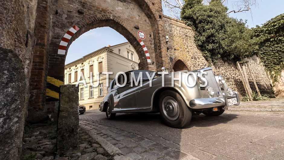 Automythos | 9. Hamburg Berlin Klassik 2016 | 30 | Pieter Wasmuth & Andrea Wasmuth | Bentley R-Type Sonderkarosserie James Young