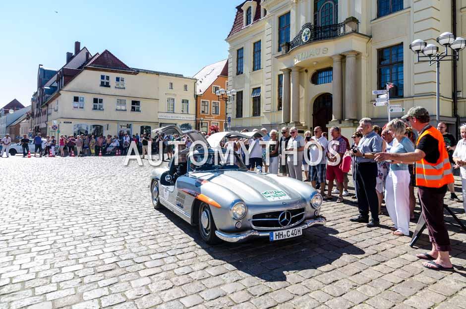 Automythos | 9. Hamburg Berlin Klassik 2016 | 37 | Hamid Mossadegh & Peter Fiekens | Mercedes-Benz 300 SL