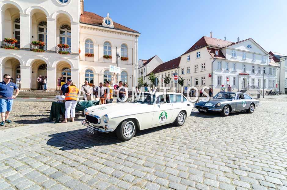 Automythos | 9. Hamburg Berlin Klassik 2016 | 123 | Dr. Klaus Friesen & Günter Alajmo | Volvo P1800 ES