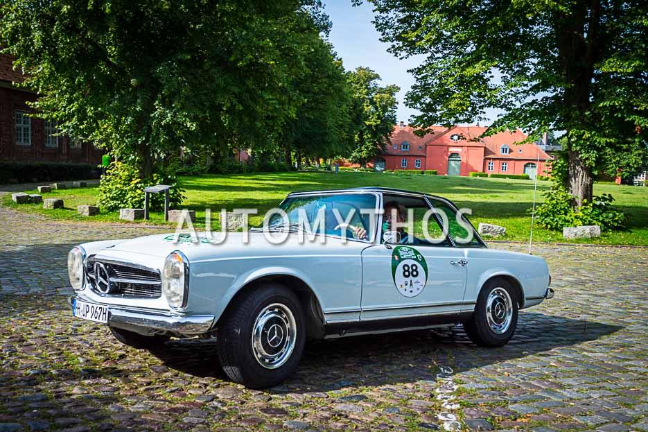 "Automythos | 10. Hamburg Berlin Klassik 2017 | 88 | Joachim Pabst & Anja Pabst | Mercedes-Benz 250 SL ""California"""