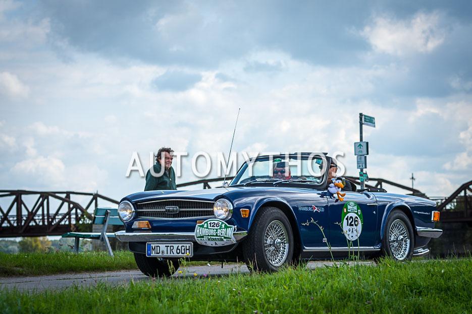 Automythos | 10. Hamburg Berlin Klassik 2017 | 126 | Karl-Heinz Ehrhardt & Helma de Vries | Triumph TR6