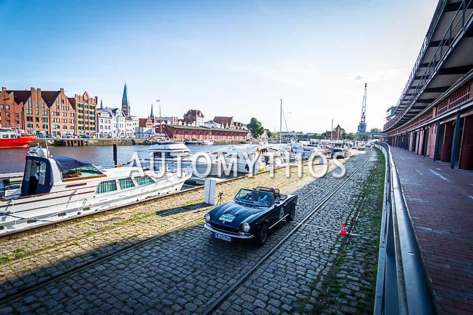 Automythos | 10. Hamburg Berlin Klassik 2017 | 142 | Robert Hempel & Elke Hempel | Fiat 124 Spider
