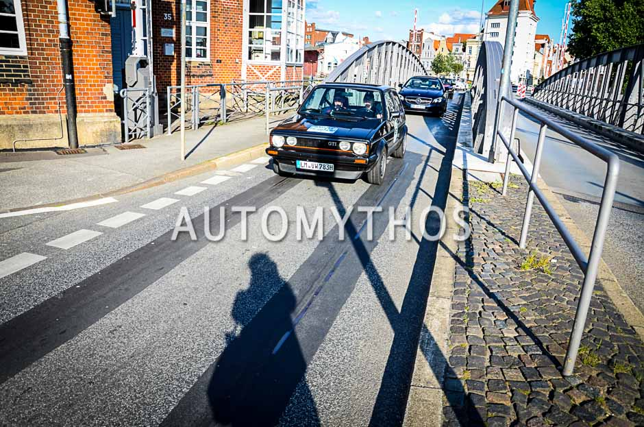 Automythos | 10. Hamburg Berlin Klassik 2017 | 157 | Kathrin Maxheimer & Werner Maxheimer | Volkswagen Golf I GTI Pirelli