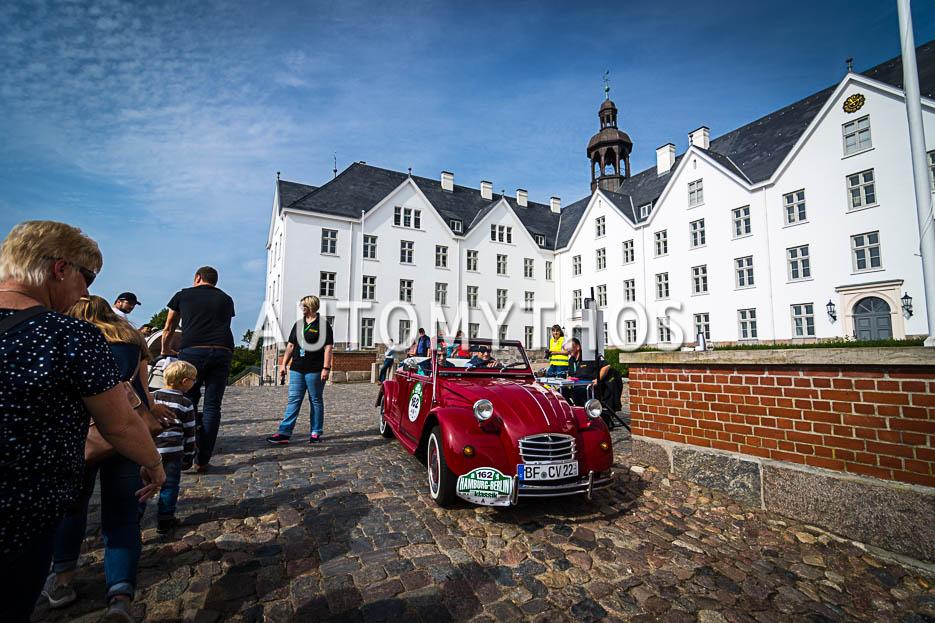 Automythos | 10. Hamburg Berlin Klassik 2017 | 162 | Dr. Daniel Tasch & Anton Tasch | Citroën 2 CV Roadster