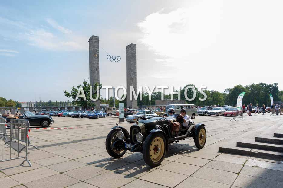 Automythos | 12. Hamburg Berlin Klassik 2019 | 1 | Kai Matthies & Sigi Matthies | Cunningham V5 Special Roadster