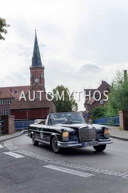 Automythos | 12. Hamburg Berlin Klassik 2019 | 37 | Hans-Peter Kübler & Johannes Störtenbecker | Mercedes 220 SE Cabriolet