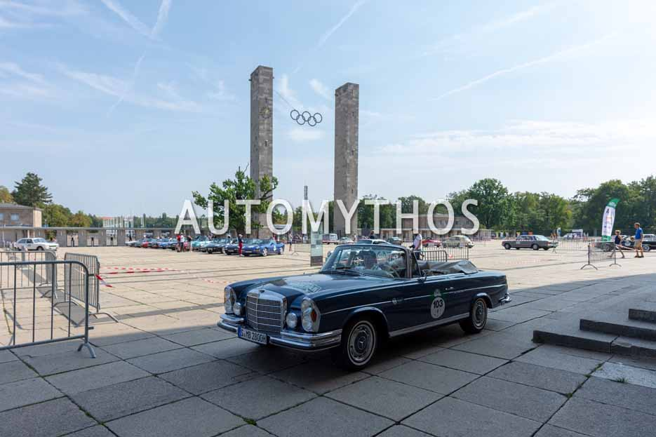 Automythos | 12. Hamburg Berlin Klassik 2019 | 103 | Hidetoshi Suzuki & Daisuke Nakayama | Mercedes 280 SE 3.5 Cabriolet