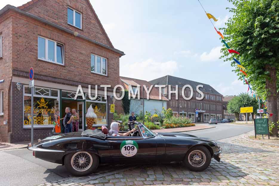 Automythos | 12. Hamburg Berlin Klassik 2019 | 109 | Kai Eckert & Kirsten Harnisch-Eckert | Jaguar E-Type V12 Roadster Serie 3